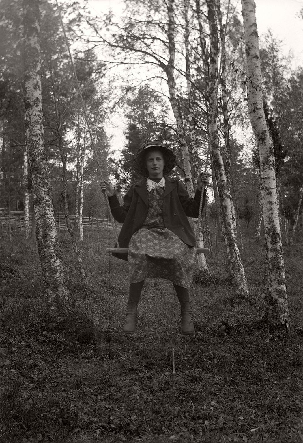 Elin Larsson in the swing, 1914.