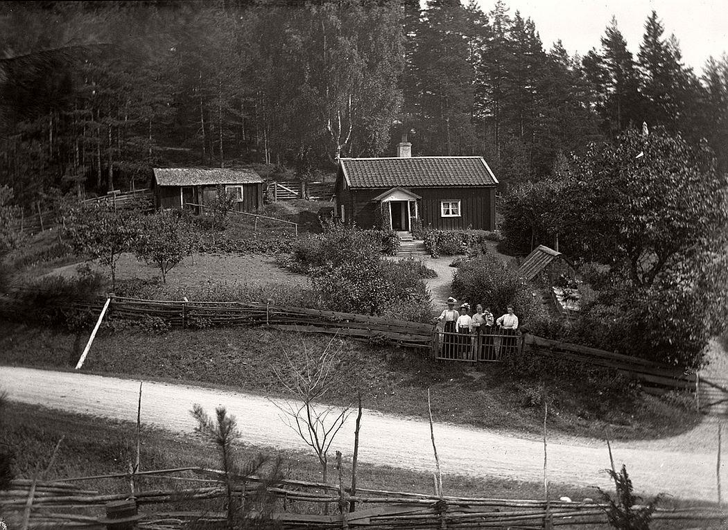 Rakelt, really Peraklet, was a cottage in Vrångsjö manor in Marbäck parish. Lay next to old highway Tranas - Eksjö visible in the foreground, 1913.
