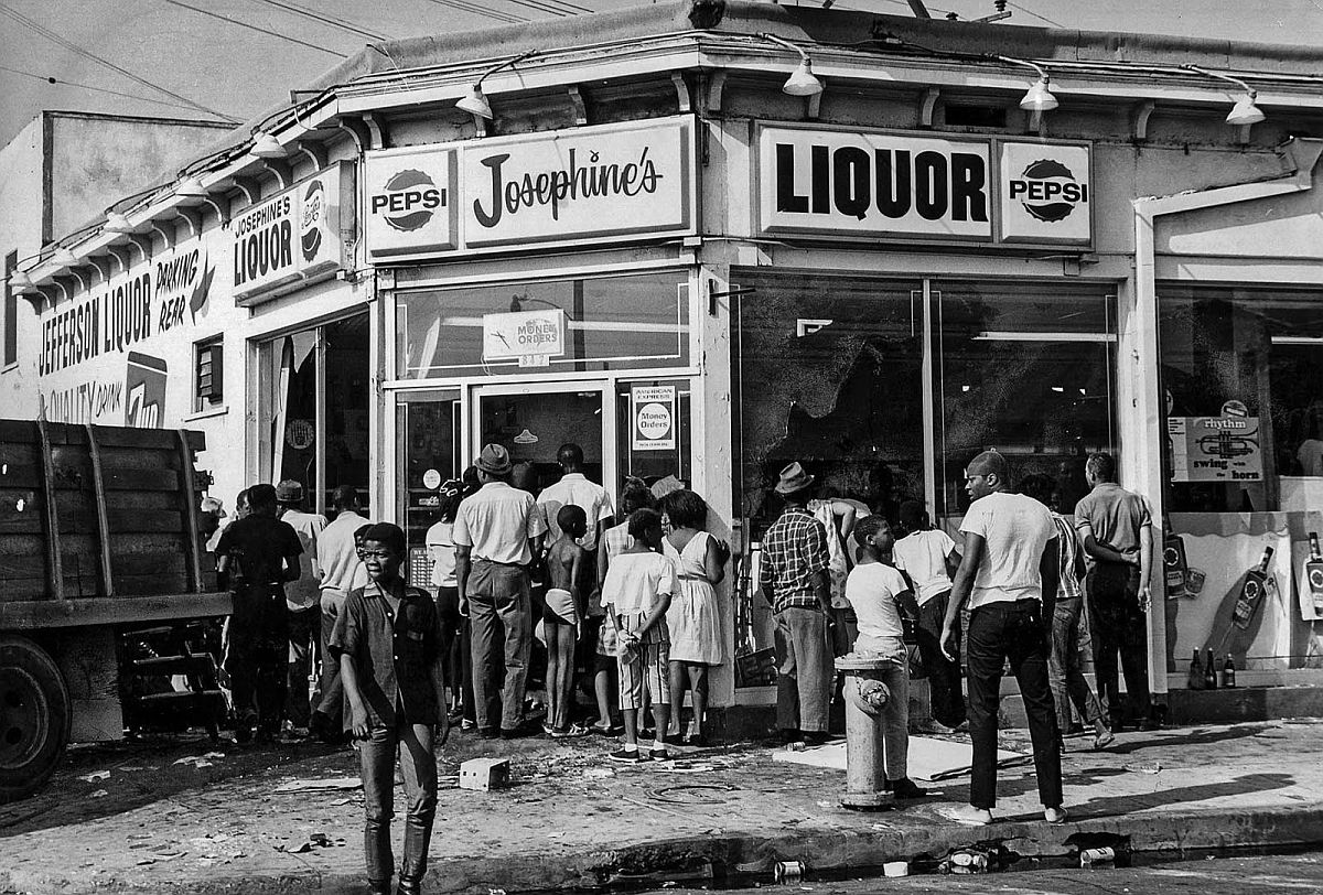 Aug. 14, 1965: A truck is backed up to store front at 908 E. Jefferson Blvd. as looters help themselves.
