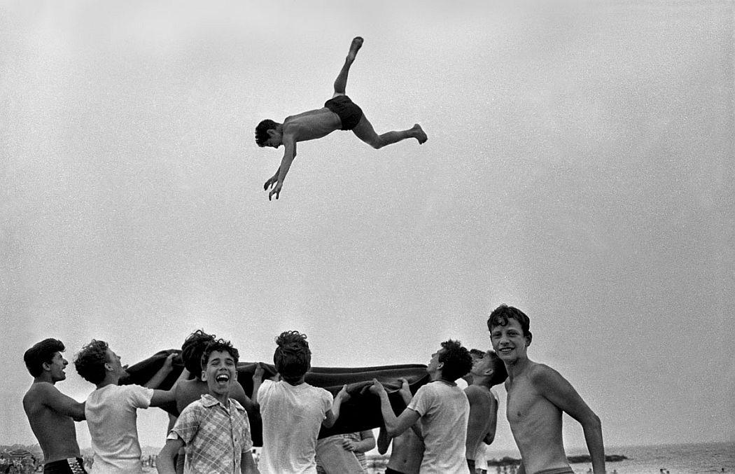 Harold Feinstein  Blanket Toss, 1955
