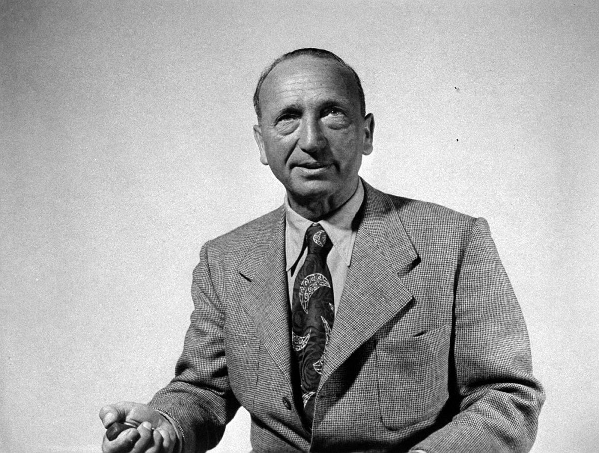 Director Michael Curtiz
