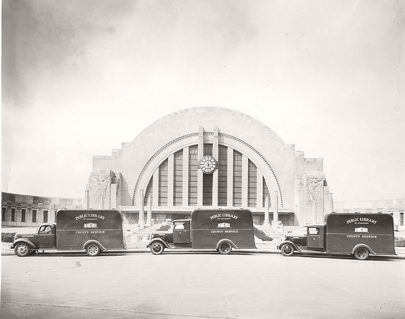 Library bookmobiles in front of Union Terminal, 1940