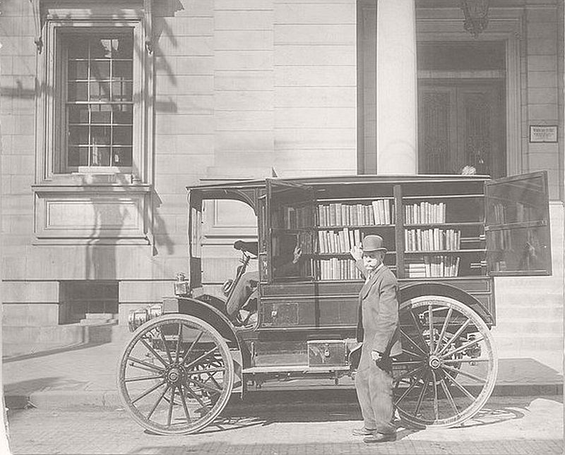 This automobile to deliver books to rural readers, Washington County, Md., 1912