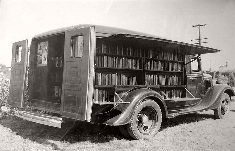 Jefferson County bookmobile, the first bookmobile in Texas