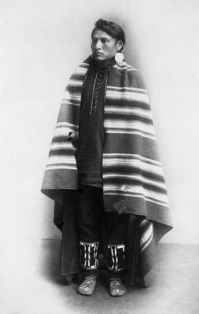 Blackfoot man in blanket, 1886-89