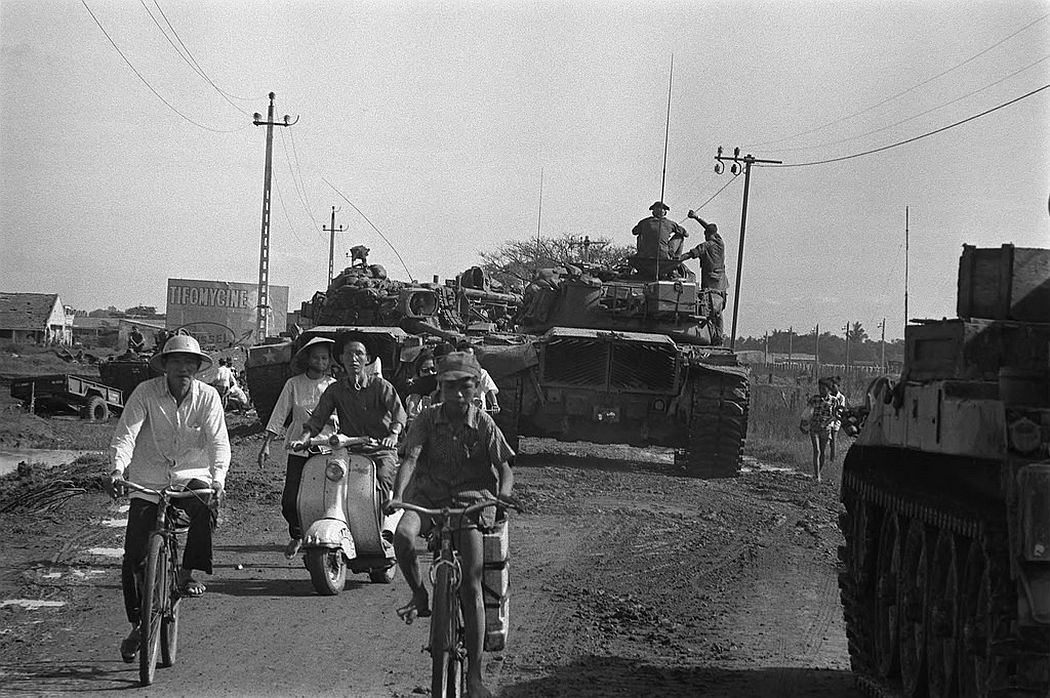 U.S. tanks, 25th Division take position to defend Tan Son Nhut Air Base, June 1968