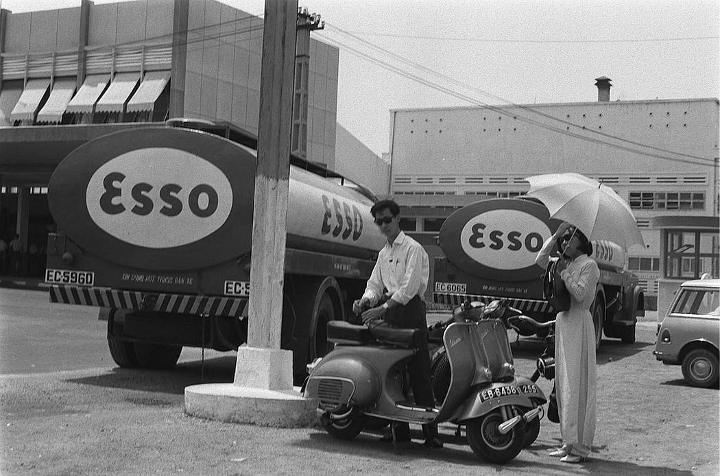 ESSO trucks in Saigon (Tan Son Nhat airport on the left), 1968