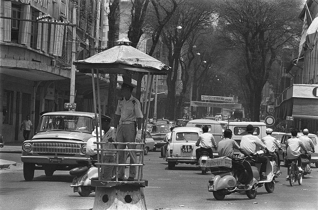 Saigon noon traffic on Boulevard Le Loi, 1969