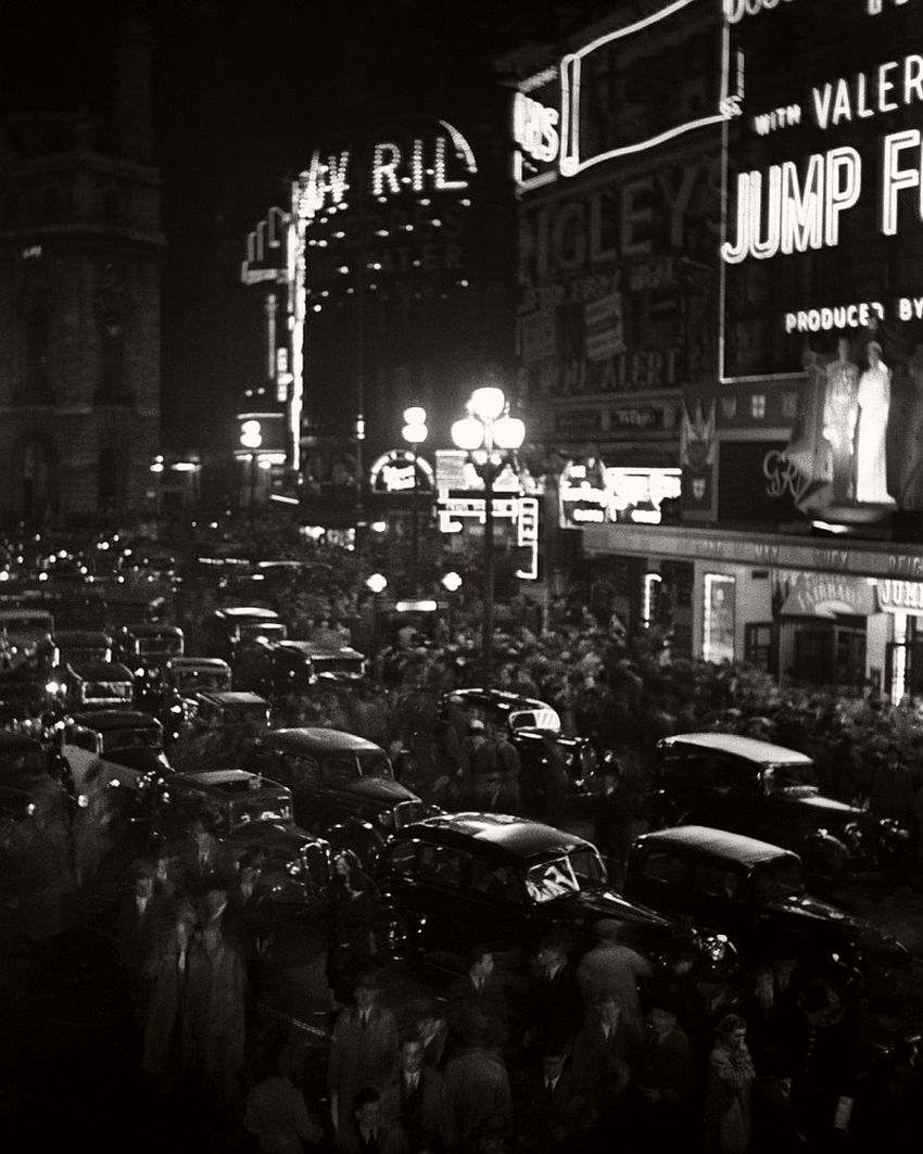 Piccadilly Circus, 1934.