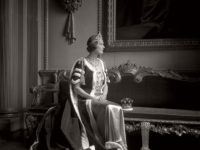Biography: Fashion, Portrait and War photographer Cecil Beaton