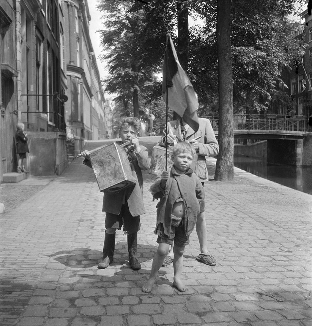 Everyday Life in The Netherlands by Emmy Andriesse (1940s)