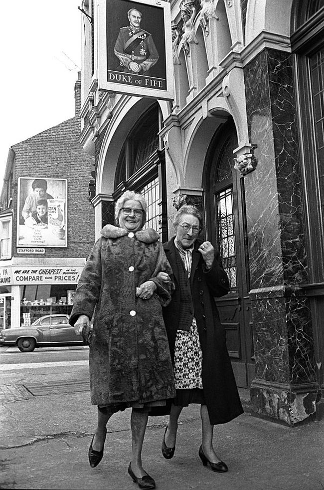 Sisters Rose Walsham & Susan Lawrence, lifelong customers at the Duke of Fife.