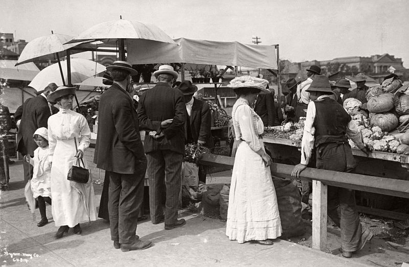Shoppers in open air market, Market Square, Edmonton, Alberta, ca. 1910
