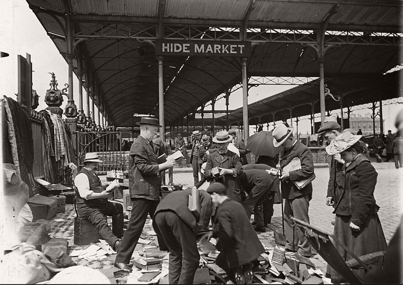 Book sale at Caledonian Roadd Market, ca.1910