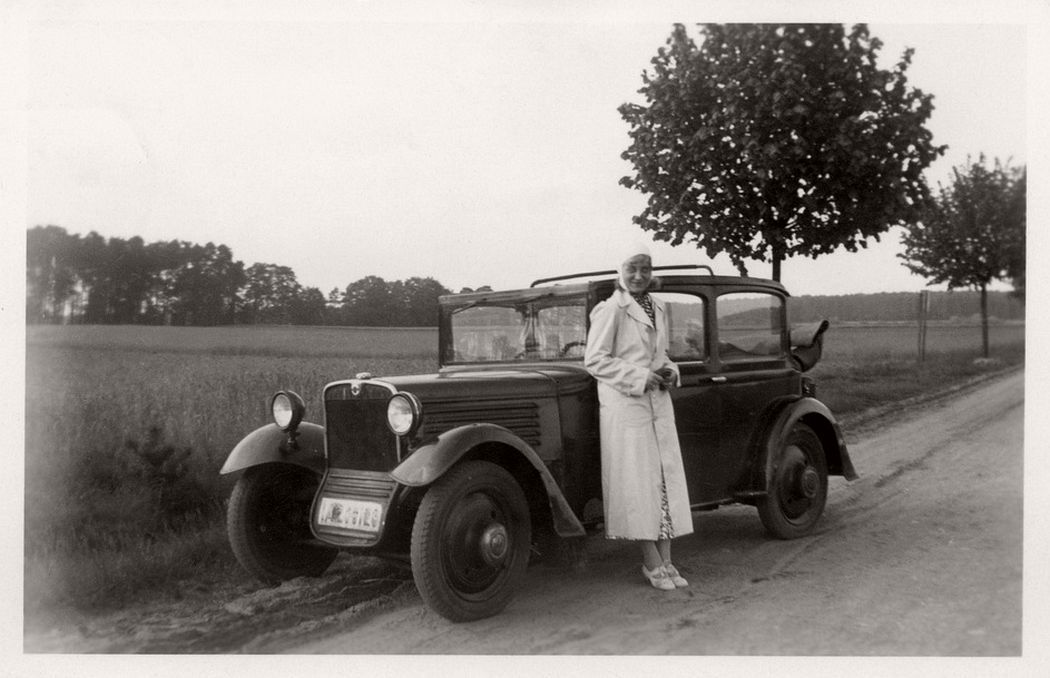 Vintage: German Ladies with Their Classic Cars (1920s) | MONOVISIONS