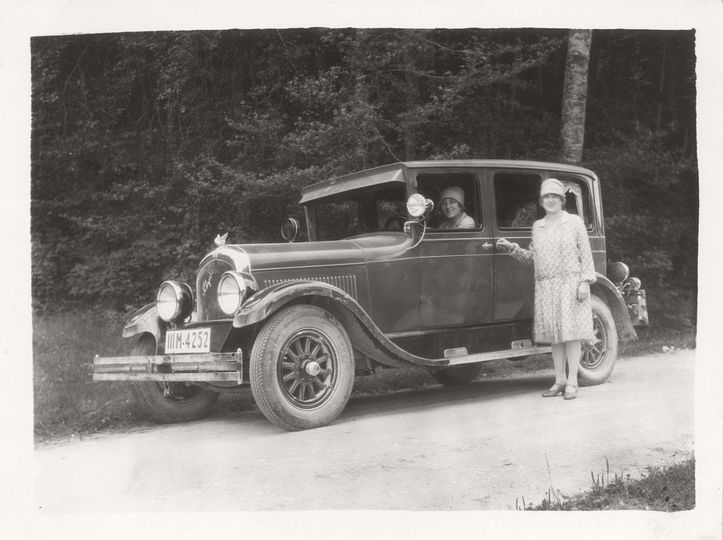 Vintage: German Ladies with Their Classic Cars (1920s)
