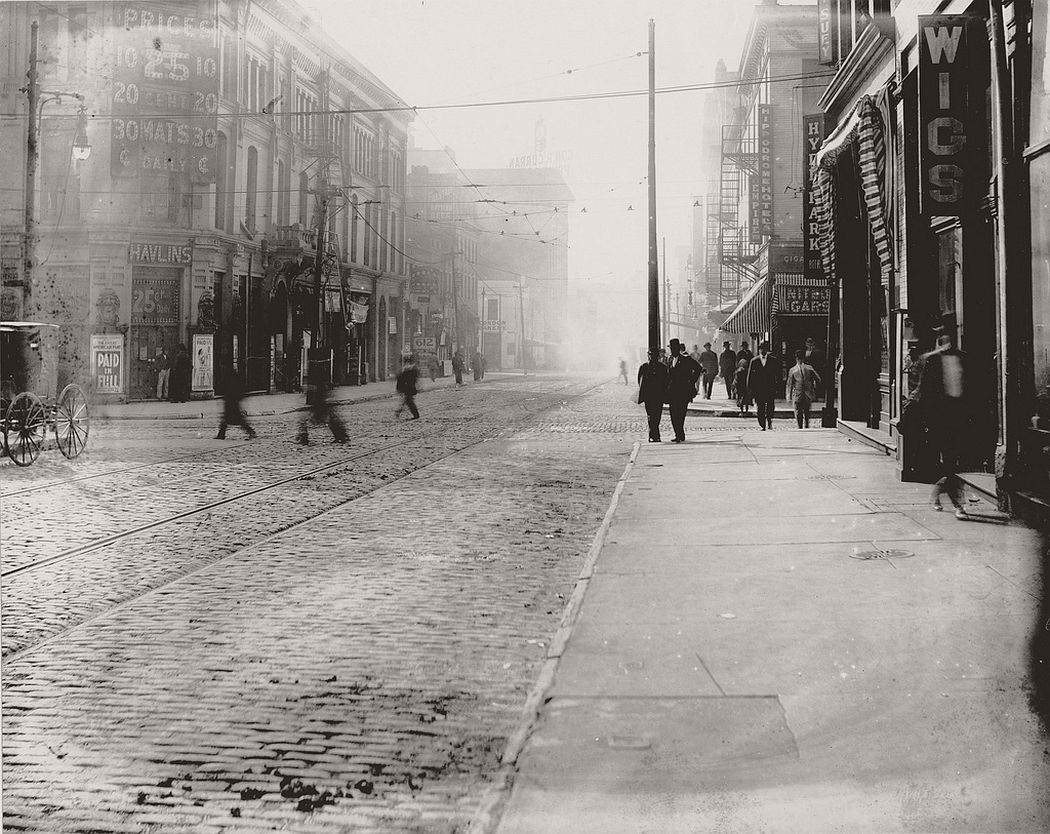 Intersection of Sixth and Walnut Streets, 1907