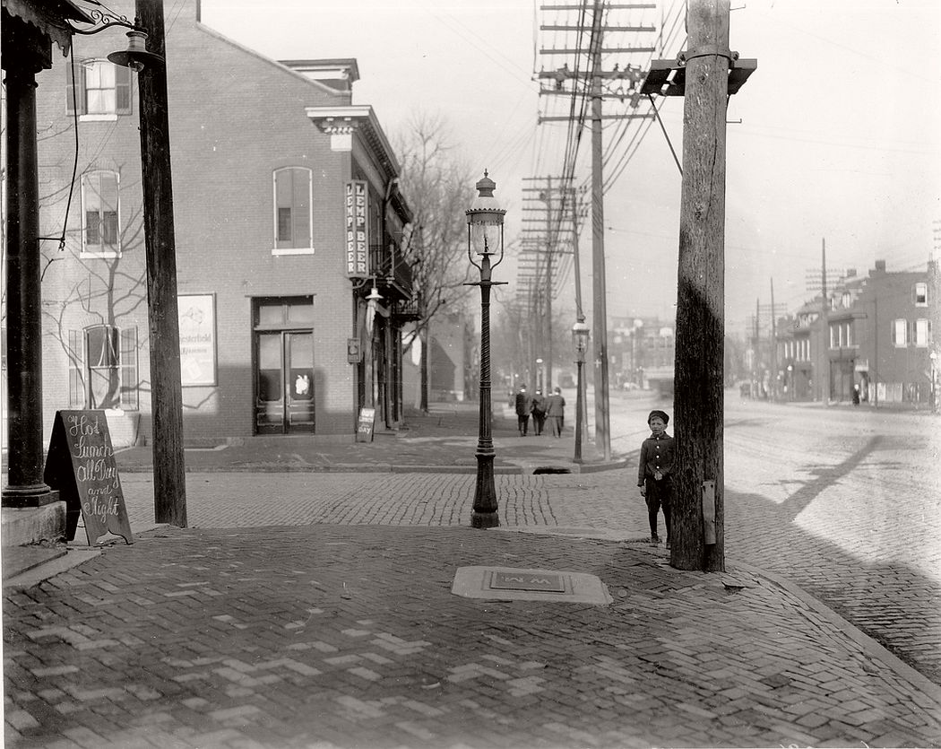 Broadway looking north from Keokuk Street, ca. 1900s