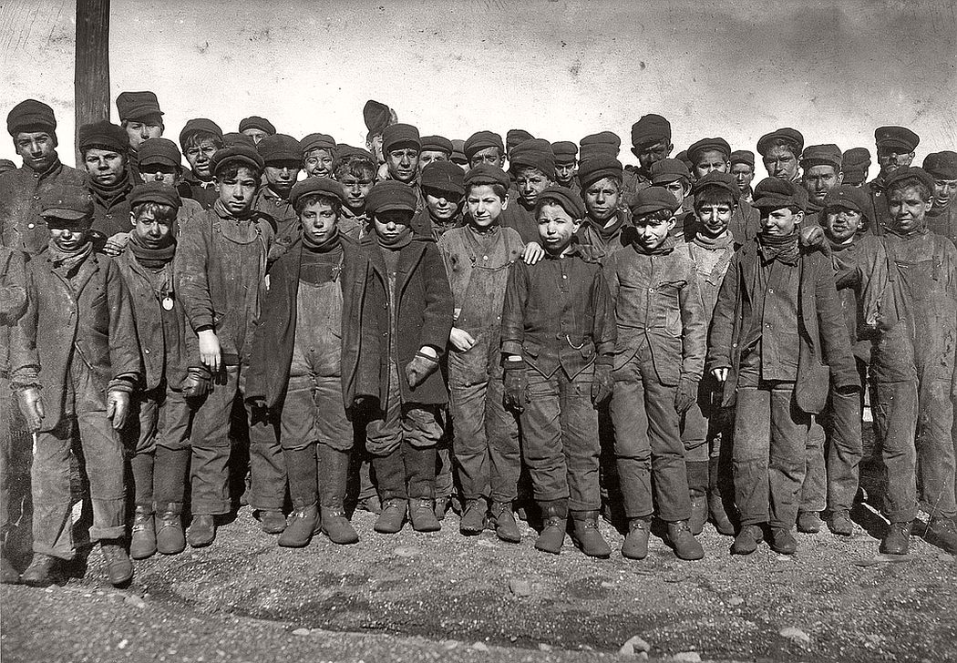 Boys working in Ewen Breaker of Pennsylvania Coal Co., South Pittston, January 1911