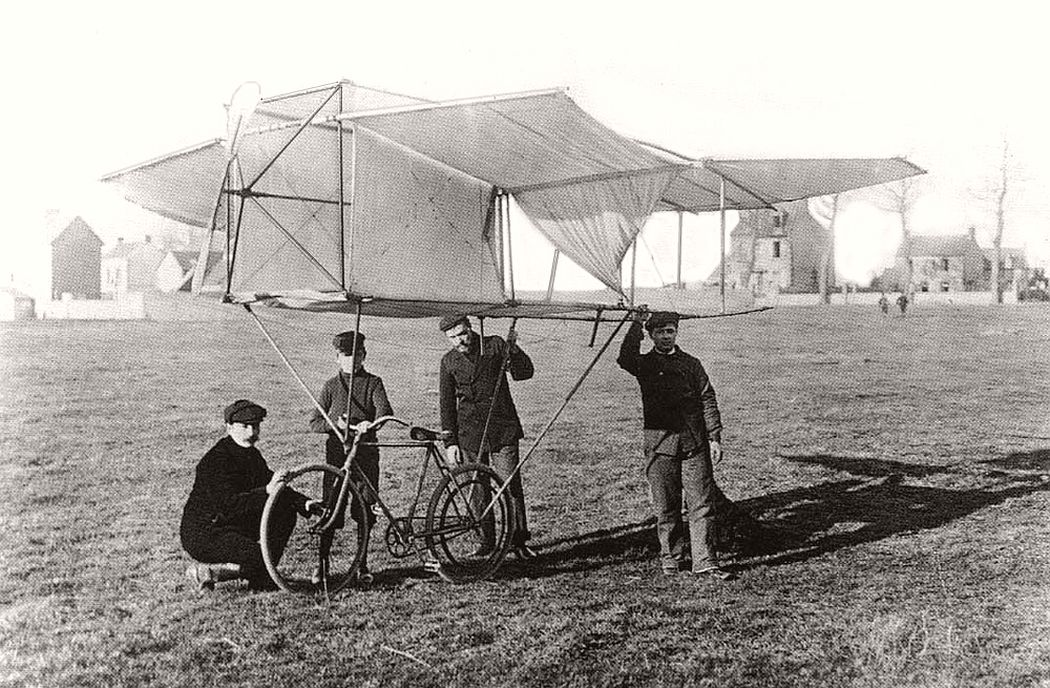 De Puiseux When bicycling and gliding collide.