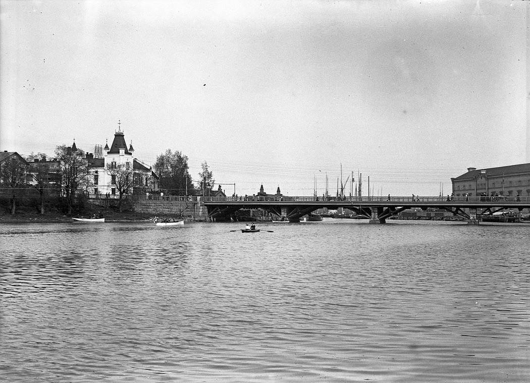 Pitkäsilta bridge from Kaisaniemi to Siltasaari, Helsinki