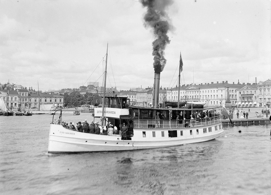 The steam ship 'Östra Skärgården' outside the Market Square in Helsinki