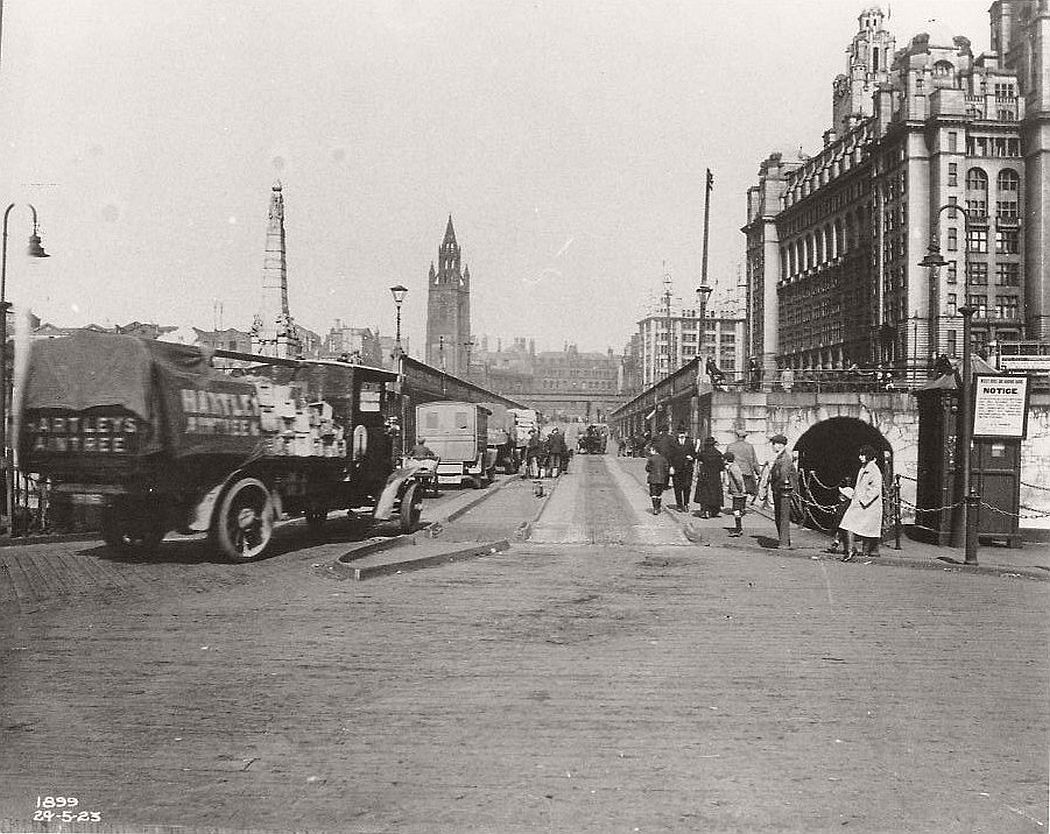 The floating roadway, Liverpool, 1899