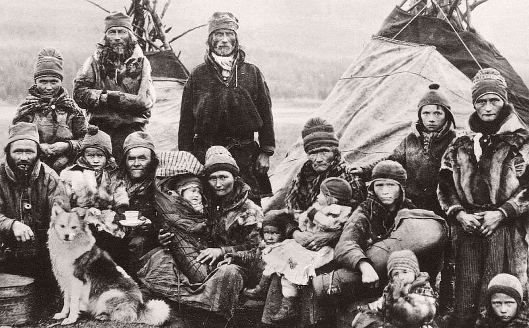 Sami group early 1900 eds and Lavvo tents in Tromsdalen