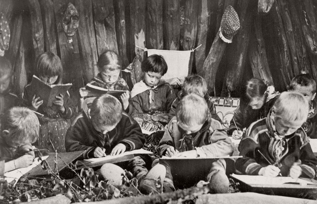 Lektion Sami Nomad school Sweden. 1900