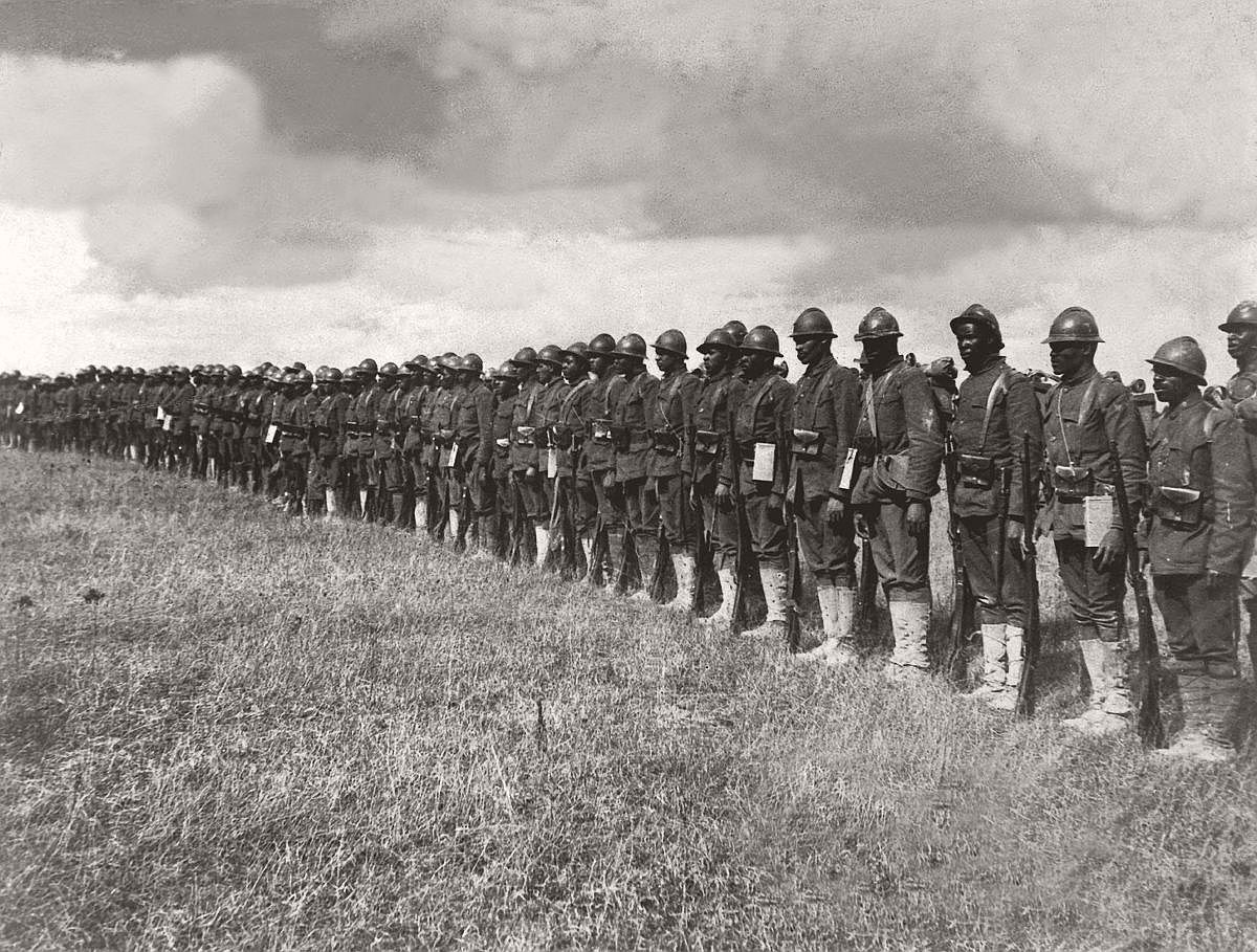 Soldiers of the 369th Infantry Regiment stand at attention, 1918. (Interim Archives/Getty Images)