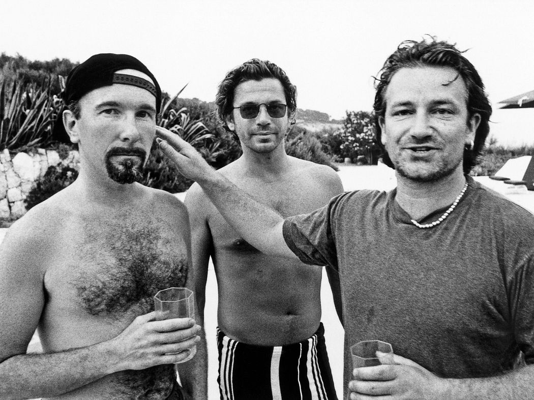 The Edge, Michael Hutchence and Bono catch up over a drink in 1994