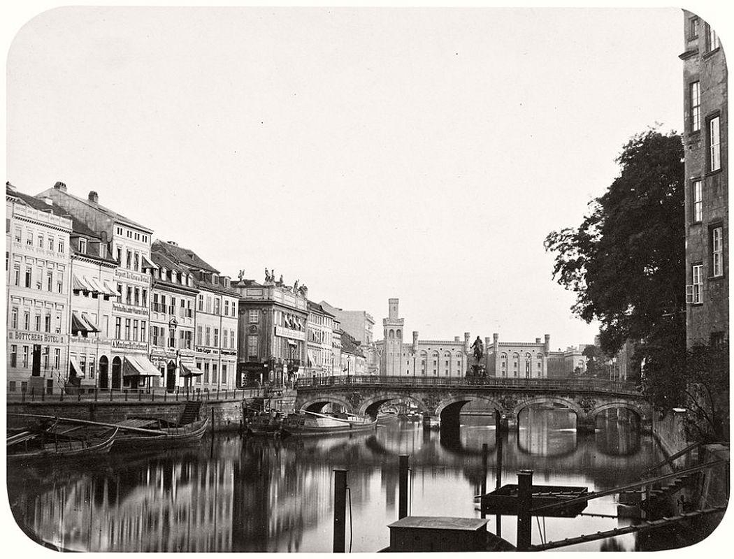 Leopold Ahrendts  Lange Brücke with view towards Mühlendamm, araund 1855