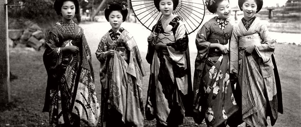 Vintage: Japanese Maikos and Geikos Girls (Taisho Period – 1910s-1920s)