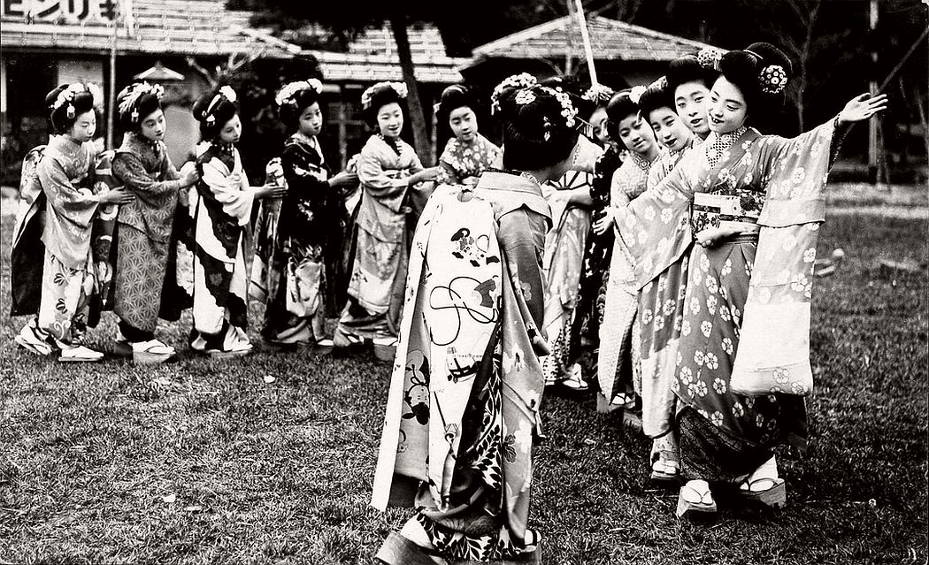 Playing Toryanse, ca. 1920s