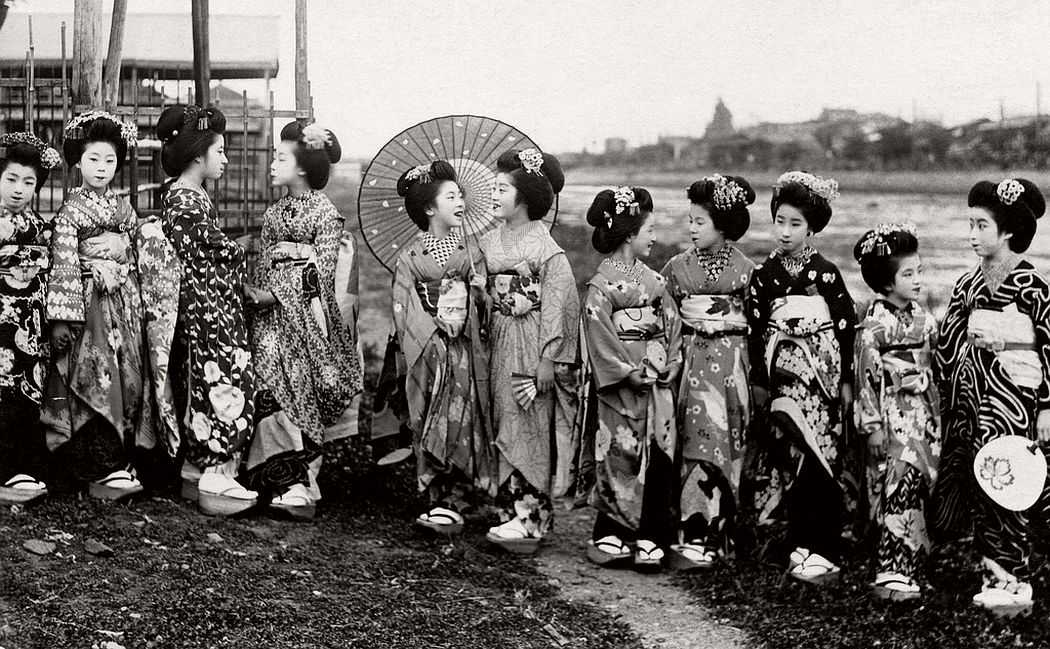 A group of Maiko girls standing on the riverbank, ca. late 1910s