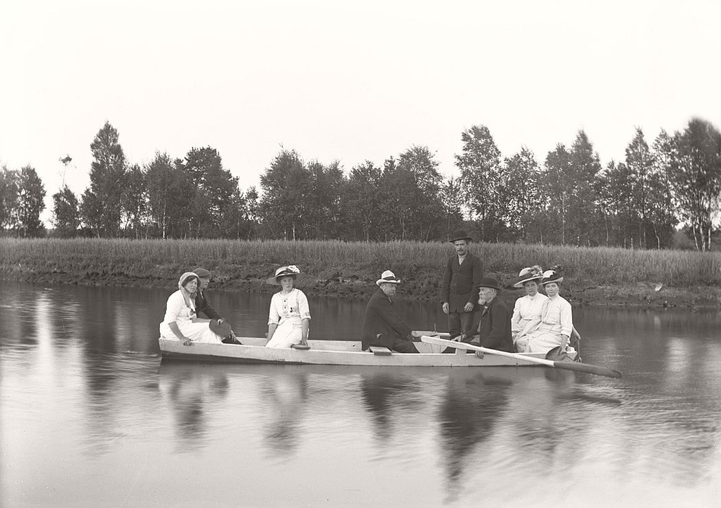 Rowing on the river in Svartån, 1912.