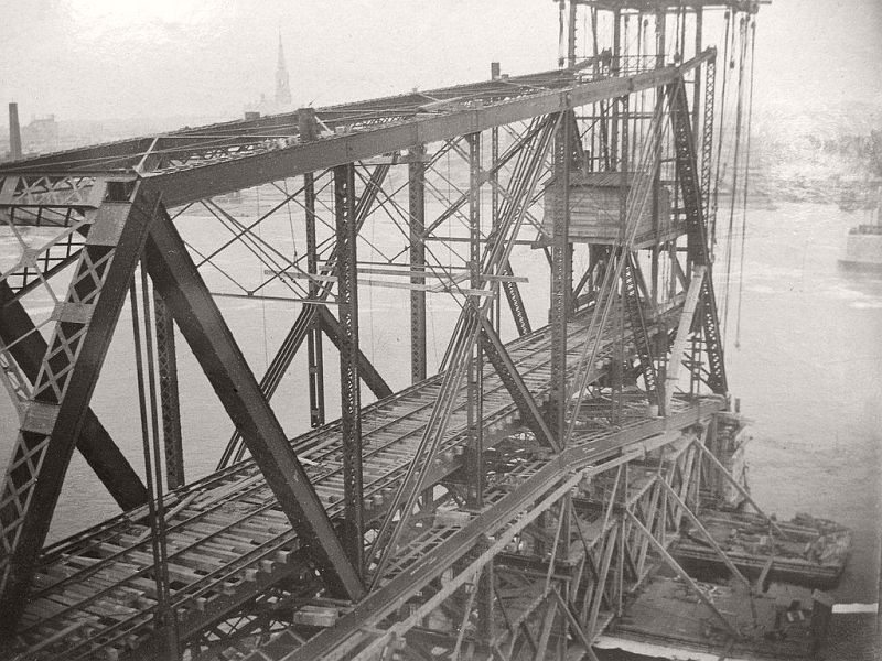 Construction of the Alexandra Bridge, 1898-1900