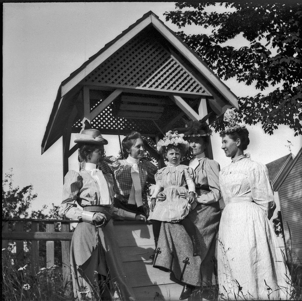 Summer house group, June 24, 1898.
