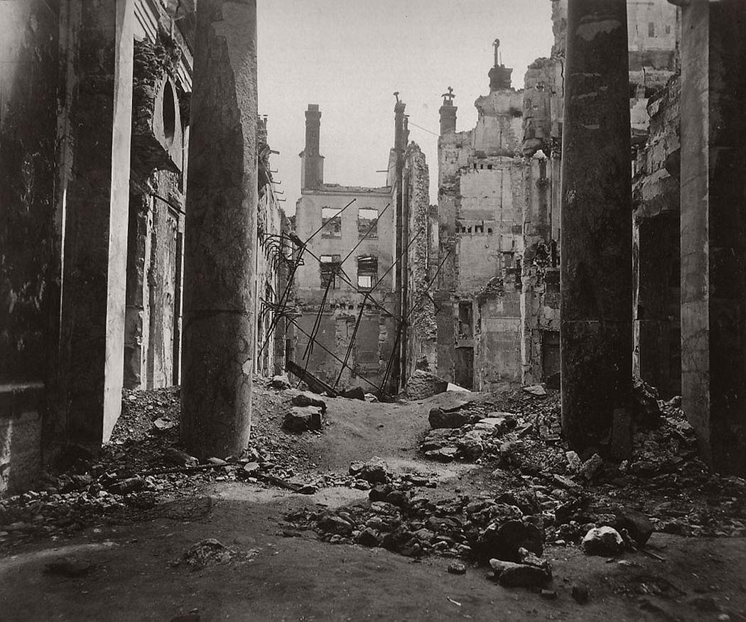 Ruines du chateau de St. Cloud. Paris, 1871.