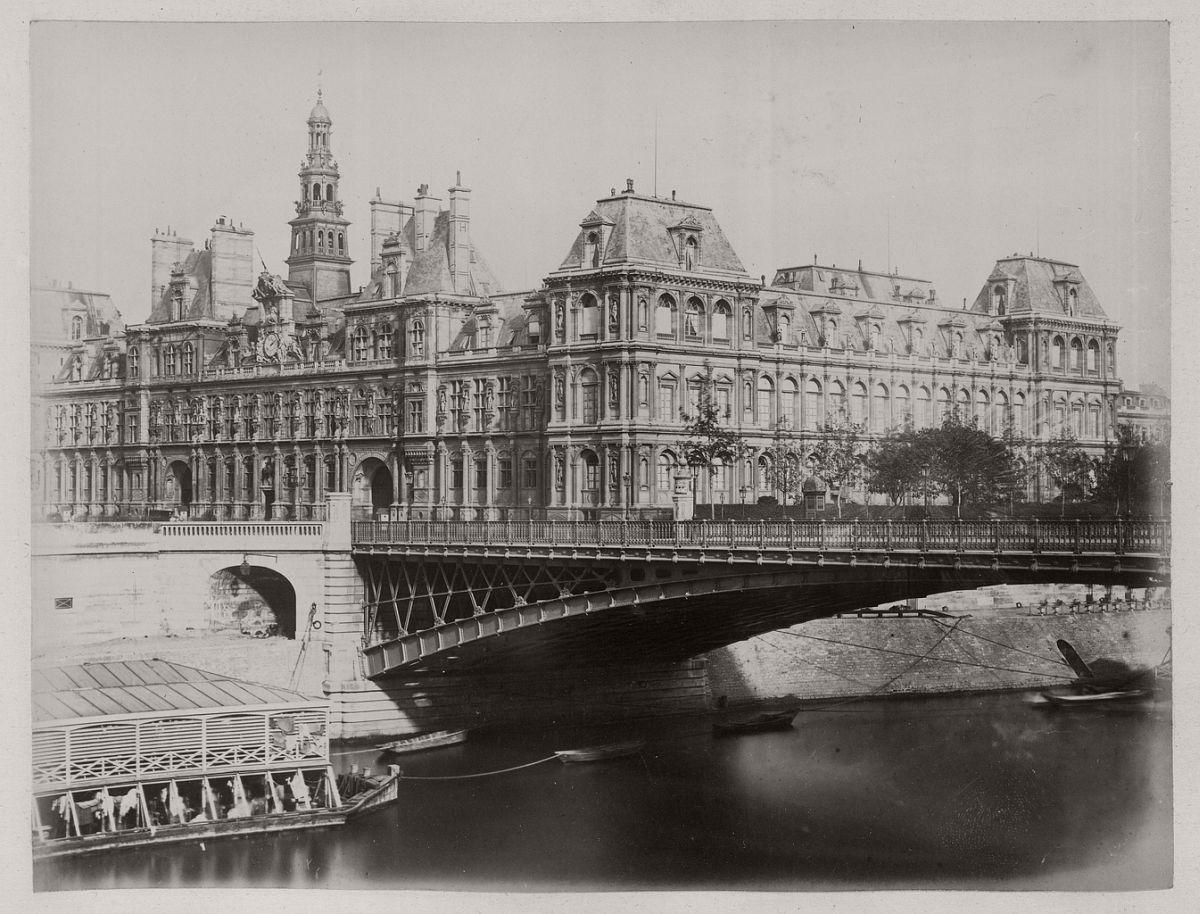 Hôtel de Ville before the Fire, 1870.