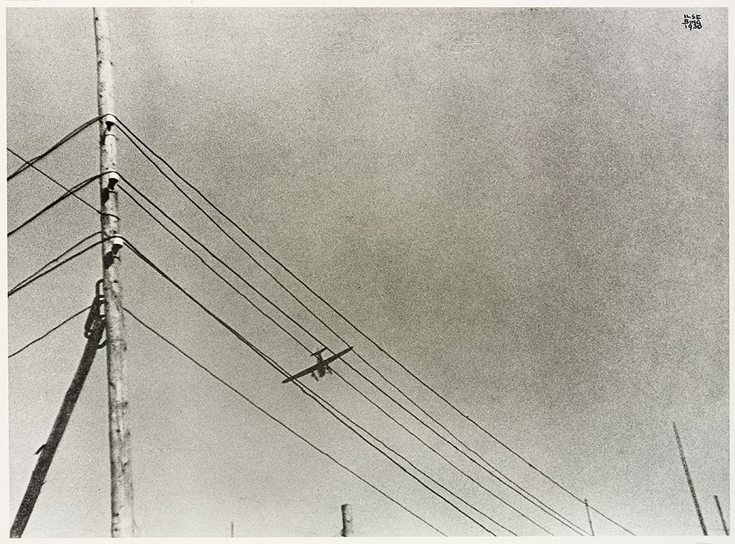 Telegraph wires with airplane, Frankfurt am Main, 1930 © Victoria and Albert Museum, London/Estate of Ilse Bing, courtesy Michael Mattis
