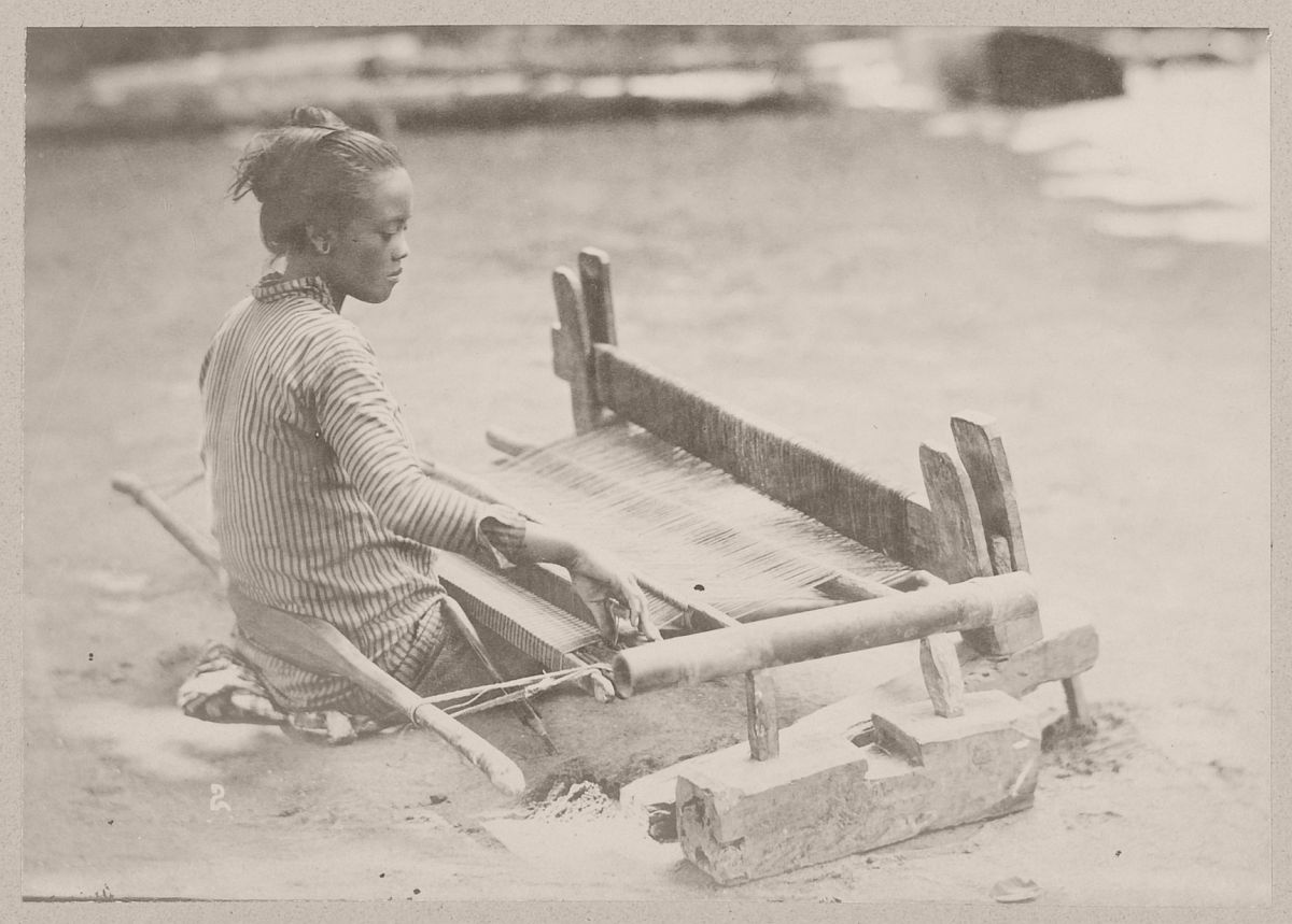 A weaver, presumably at Yogyakarta, circa 1880