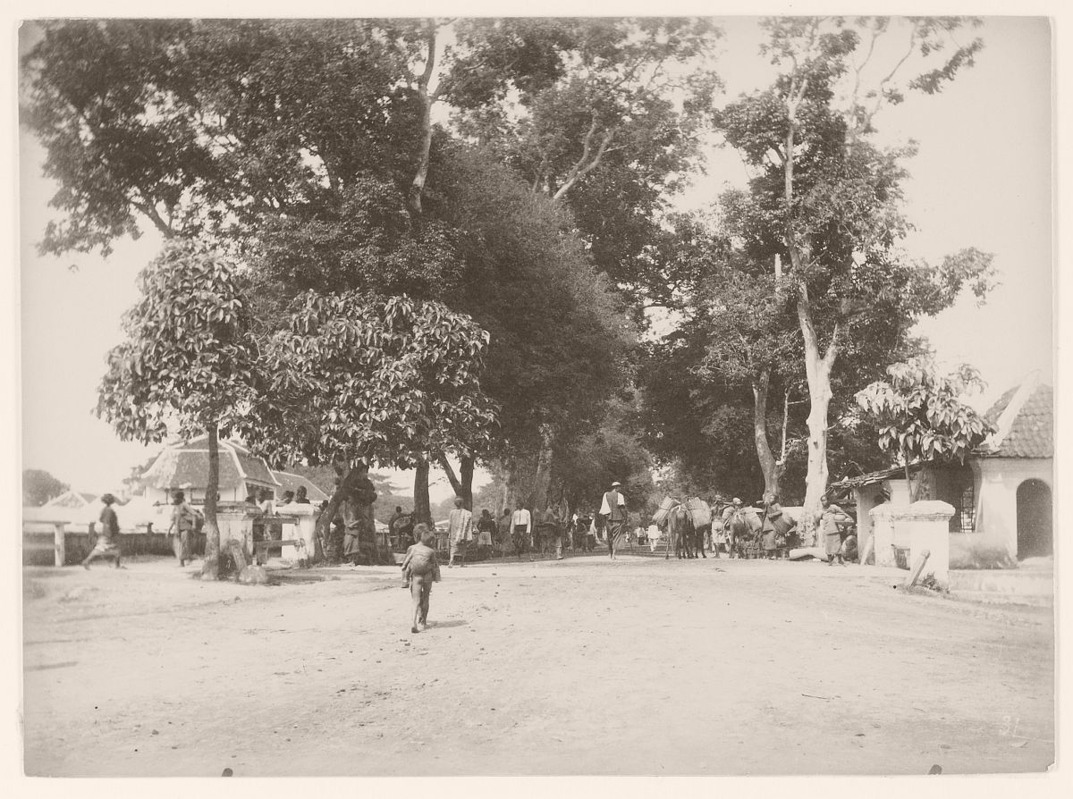 Streetscape, presumably at Yogyakarta, 1895