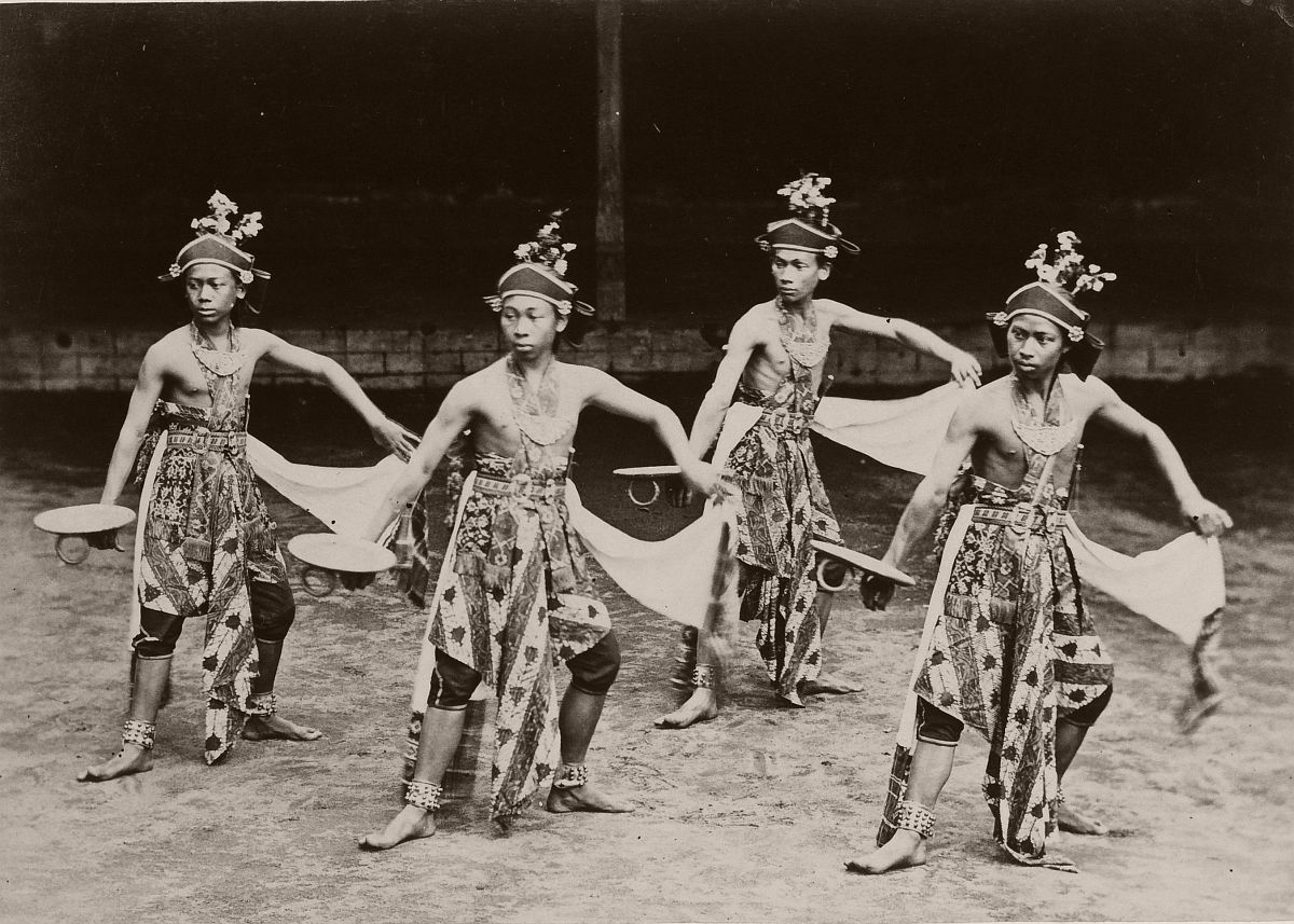Beksan Bondoboyodans at Yogyakarta, circa 1895