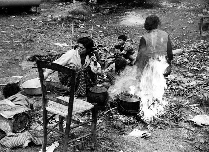 Lucien Clergue Campement gitan Rocheville, 1958
