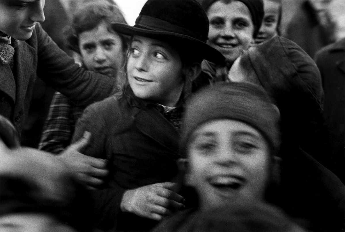 Roman Vishniac, [Jewish schoolchildren, Mukacevo], ca. 1935–38. Gelatin silver print. © Mara Vishniac Kohn, courtesy International Center of Photography.
