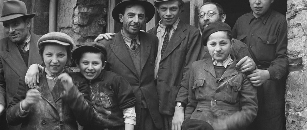 Biography: City Life photographer Roman Vishniac