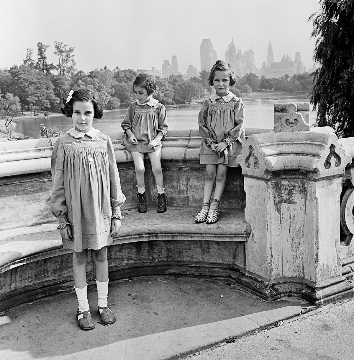 Roman Vishniac, [Sisters Marion, Renate, and Karen Gumprecht, refugees assisted by the National Refugee Service (NRS) and Hebrew Immigrant Aid Society (HIAS), shortly after their arrival in the United States, Central Park, New York], 1941. Ink-jet print. © Mara Vishniac Kohn, courtesy International Center of Photography.