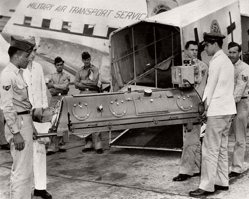 In July 1953, the military began using a lightweight unit made of aluminum alloy and plastic. The unit weighed only 150 pounds, approximately 1/10 the weight of standard iron lungs. In this photo, a soldier who contracted polio was being airlifted from Walter Reed Hospital to a Michigan hospital closer to his home.