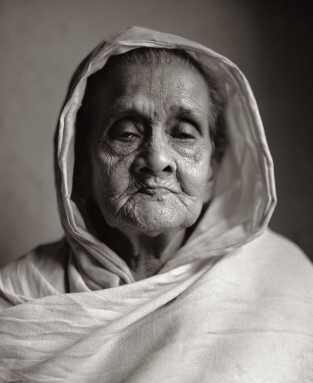 Fazal Sheikh, Abala Dasi ('Poor woman'), Vrindavan, India, 2005, from the series Moksha. © Fazal Sheikh